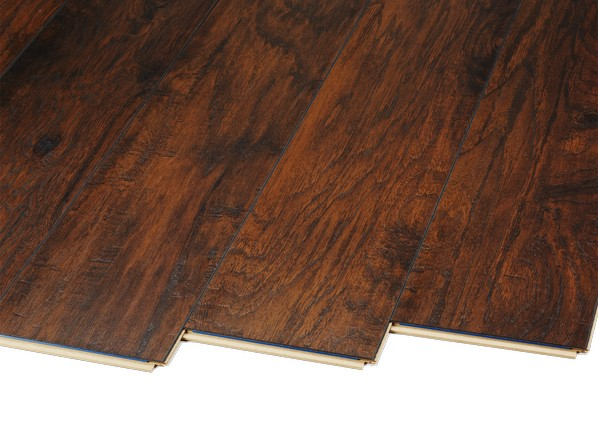 Trafficmaster handscraped saratoga hickory 34089 home for Consumer reports laminate flooring